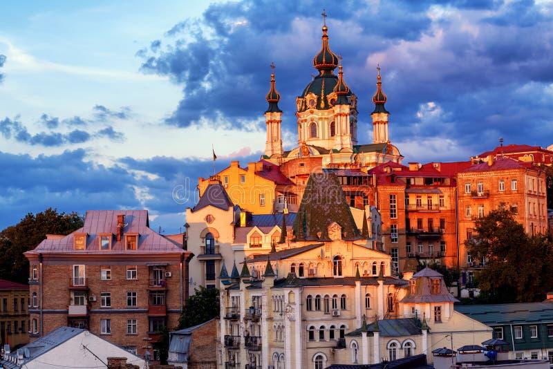 Kiev, Ucraina, la chiesa di St Andrew nel centro urbano storico immagini stock libere da diritti