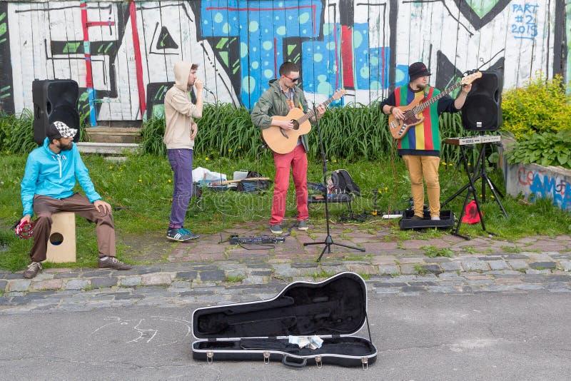 Kiev, Ucraina - 19 maggio 2016: Giovane gruppo musicale fotografie stock