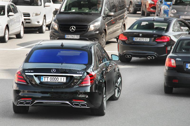 Kiev, Ucraina - 3 maggio 2019: Mercedes nero S63 AMG nel moto fotografia stock