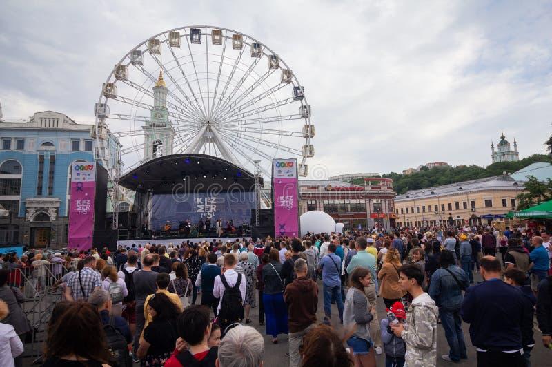 Kiev, Ucraina - 12 maggio 2018: Spettatori al festival di musica di Kleizmer fotografie stock