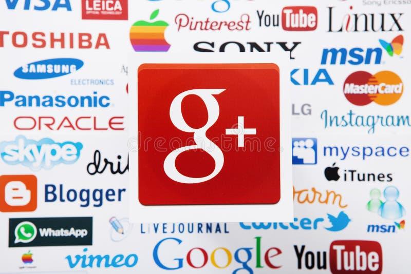 KIEV, UCRAINA - 10 MARZO 2017: Google più, skype, instagram, logotype di itunes ha stampato su carta Derisione su Vista superiore fotografia stock libera da diritti