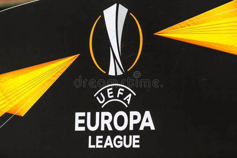 Kiev, Ucraina - 8 novembre 2018: Il segno ed il logo dell'UEFA Europa League durante la partita di UEFA Europa League fra la dina fotografia stock libera da diritti