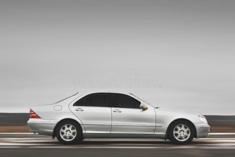 Kiev, Ucraina - 22 novembre 2018: Mercedes-Benz classe s nel moto immagini stock