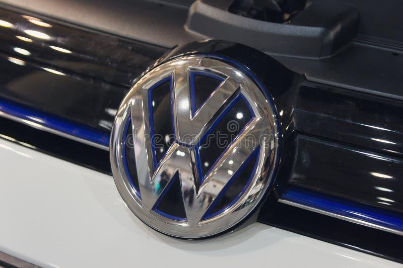 Kiev, Ucraina - 7 ottobre 2018: Fine di logo di Volkswagen su Volkswagen è un produttore tedesco fotografie stock
