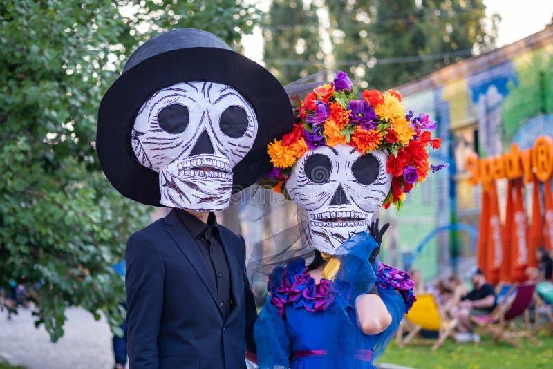 Kiev, Ucraina, Santa Muerte Carnival, 20 07 2019 Dia de Los Muertos, giorno dei morti Halloween Uomo e donna immagine stock libera da diritti