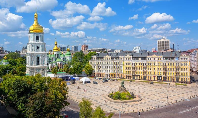 Kiev, Ucraina, vista della città con la cattedrale di Golden Dome della st Sophia immagine stock