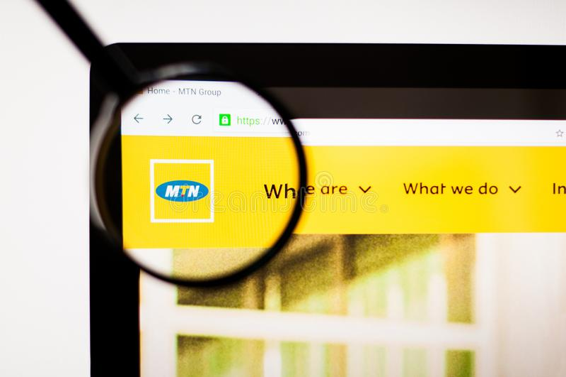 Kiev, Ucrania - 5 de abril de 2019: Homepage de la p?gina web de MTN Logotipo de MTN visible imagen de archivo