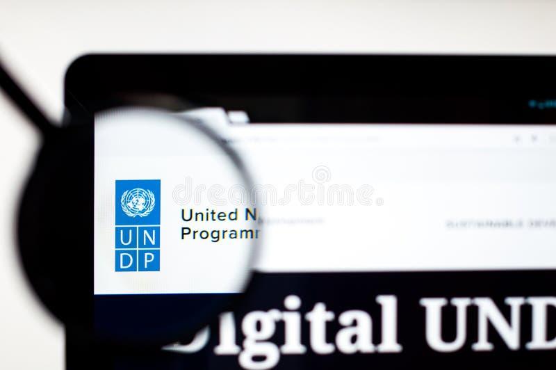Kiev, Ucrania - 5 de abril de 2019: Homepage de la p?gina web de UNDP Logotipo de UNDP visible fotografía de archivo libre de regalías