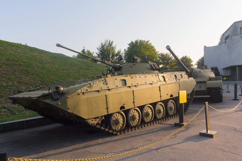 Kiev, Ucrania - 18 de agosto de 2015: Vehículo de lucha de la infantería soviética fotografía de archivo