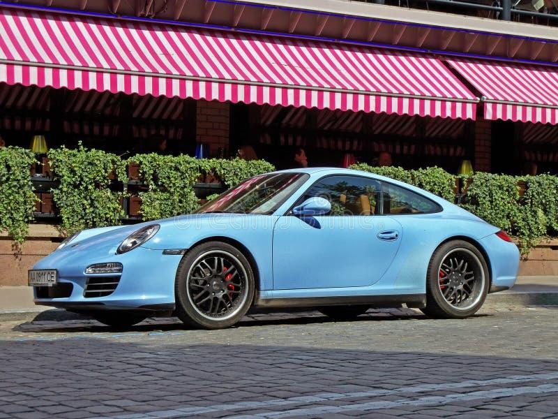 Kiev, Ucrania 28 de agosto de 2017 Porsche 911 en color azul fotografía de archivo