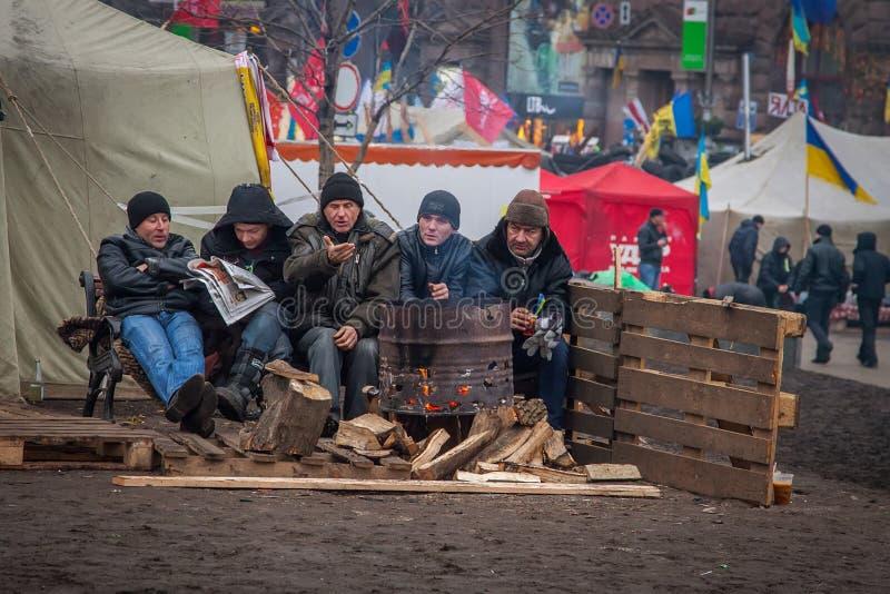 kiev ucrania 19 de diciembre de 2013 Gente que protesta en el barri foto de archivo libre de regalías