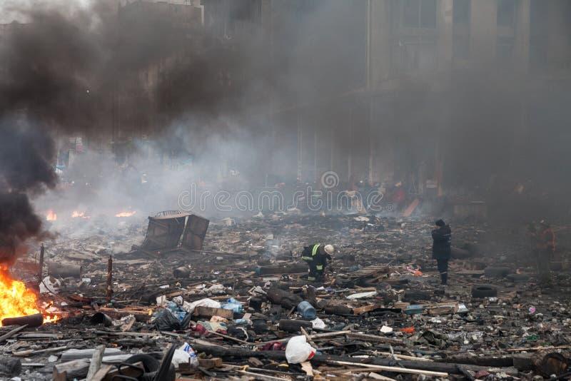 KIEV, UCRANIA - 19 de febrero de 2014: Protestas antigubernamentales totales fotografía de archivo