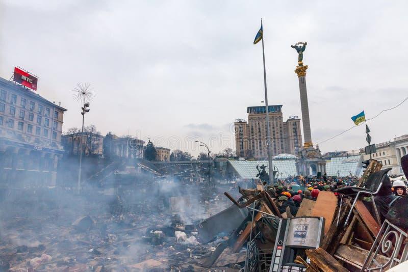 KIEV, UCRANIA - 19 de febrero de 2014: Protestas antigubernamentales totales imagen de archivo libre de regalías