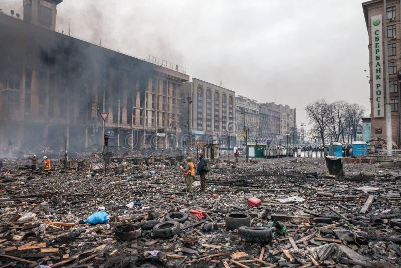 KIEV, UCRANIA - 19 de febrero de 2014: Protestas antigubernamentales totales imagen de archivo