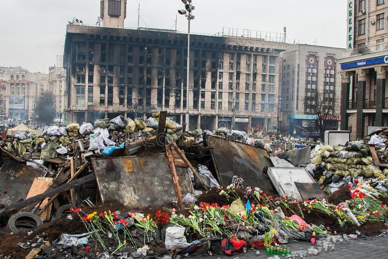 Kiev Ucrania 23 de febrero de 2014 La calle central de la ciudad después de asaltar de las barricadas durante el EuroMaidan fotos de archivo
