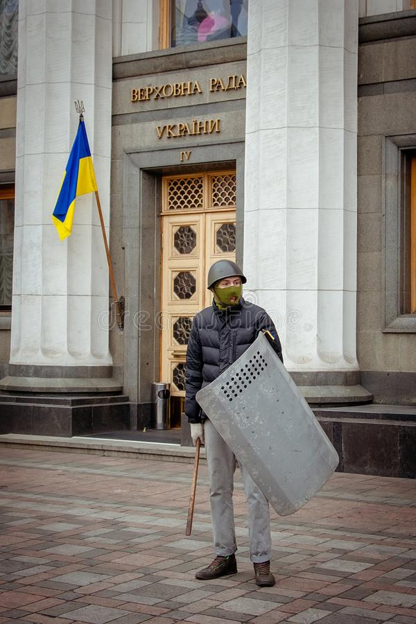 Kiev Ucrania 23 de febrero de 2014 La calle central de la ciudad después de asaltar de las barricadas durante el EuroMaidan imagen de archivo