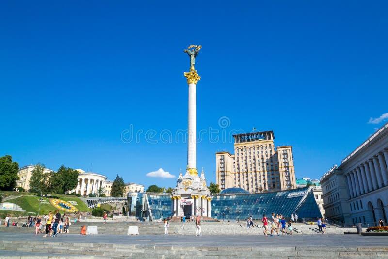 KIEV, UCRANIA - 30 DE JULIO DE 2016: Monumento de la independencia en el cuadrado de Maidan Nezalezhnosti en Kiev, Ucrania fotos de archivo
