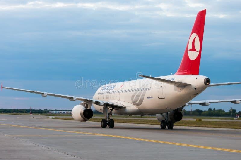 KIEV, UCRANIA - 10 DE JULIO DE 2015: Turkish Airlines imágenes de archivo libres de regalías
