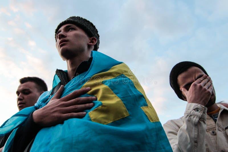 KIEV, UCRANIA - 17 de mayo de 2015: Tártaros crimeos marcan el 71o aniversario de la deportación forzada de tártaros crimeos de C imagenes de archivo