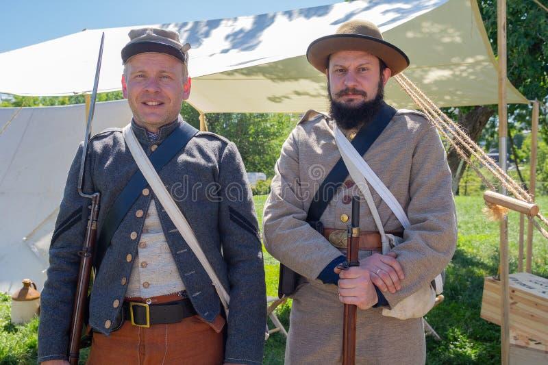 Kiev, Ucrania - 27 de mayo de 2018: Hombres en el uniforme de soldados de épocas de la guerra civil en los E.E.U.U. fotografía de archivo
