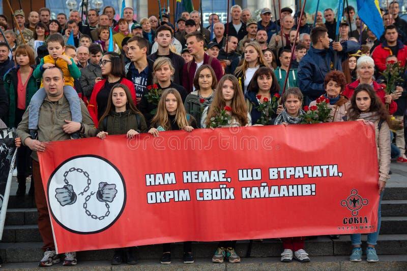 Kiev, Ucrania - 14 de octubre de 2018: Activistas de partidos políticos en cuadrado de la independencia fotos de archivo libres de regalías