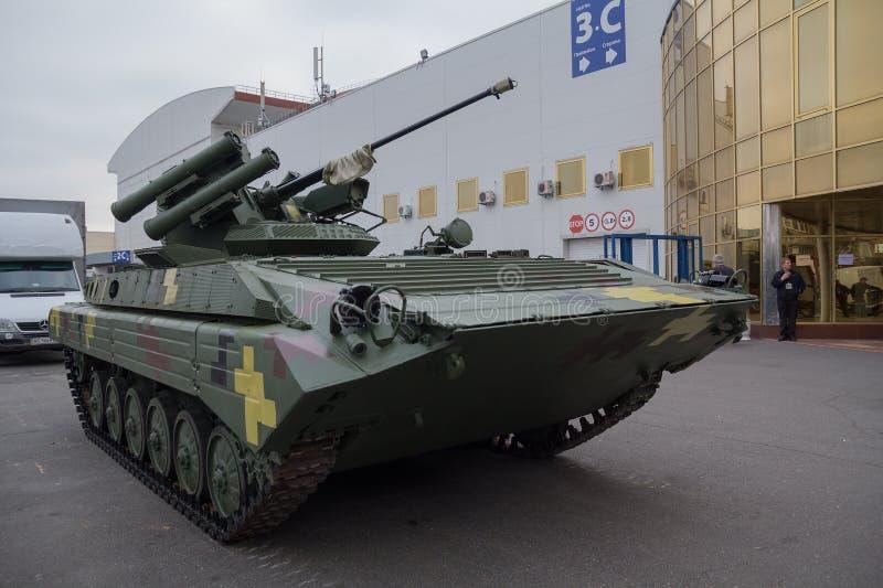 Kiev, Ucrania - 14 de octubre de 2016: El vehículo de lucha modernizado de la infantería de la producción ucraniana BMP-1UMD foto de archivo