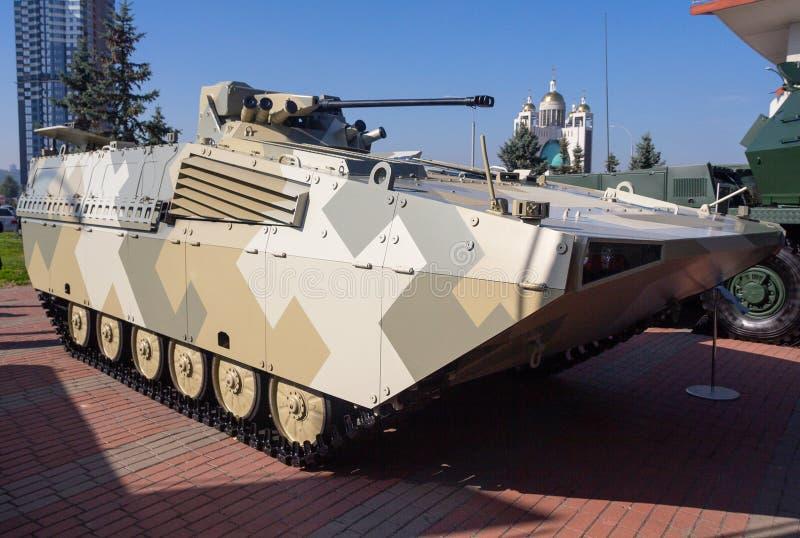 Kiev, Ucrania - 10 de octubre de 2018: Vehículo de lucha actualizado de la infantería del BMP checo y eslovaco de la producción imagen de archivo