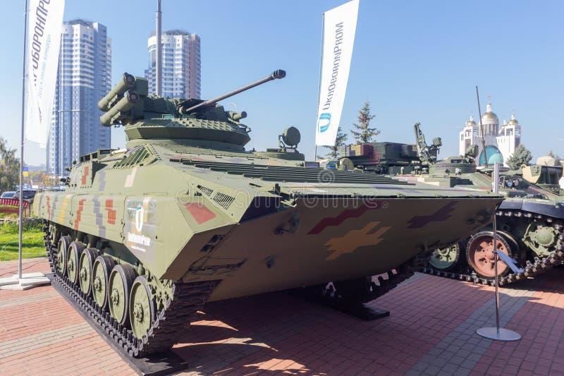 Kiev, Ucrania - 10 de octubre de 2018: Vehículo de lucha modernizado de la infantería de la producción ucraniana BMP-1UMD imagen de archivo libre de regalías