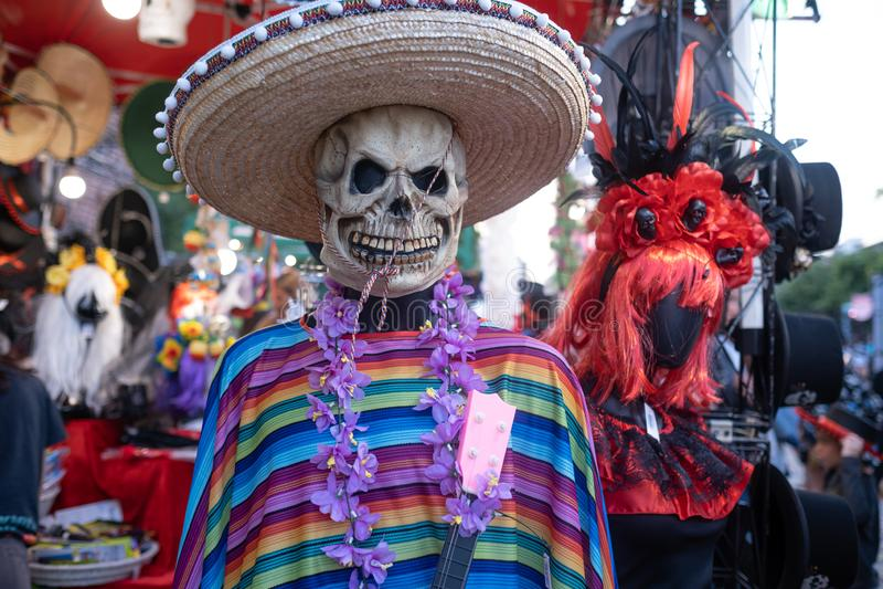 Kiev, Ucrania, Santa Muerte Carnival, 20 07 2019 Dia de Los Muertos, d?a de los muertos V?spera de Todos los Santos esqueleto sim fotos de archivo