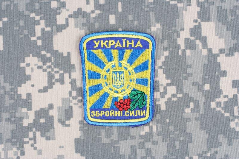 KIEV UKRAINA - April 26 2015 Enhetligt emblem för Ukraina armé fotografering för bildbyråer