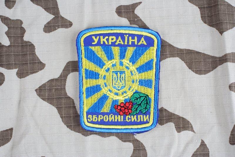 KIEV UKRAINA - April 26 2015 Enhetligt emblem för Ukraina armé royaltyfri fotografi