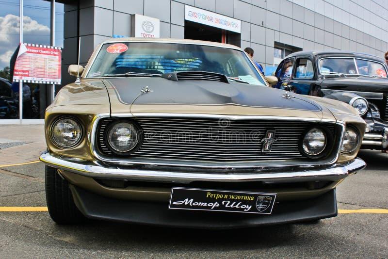 Kiev Ukraina; April 10, 2018 Ford Mustang Mach 1 1969 Muskelbil arkivbild
