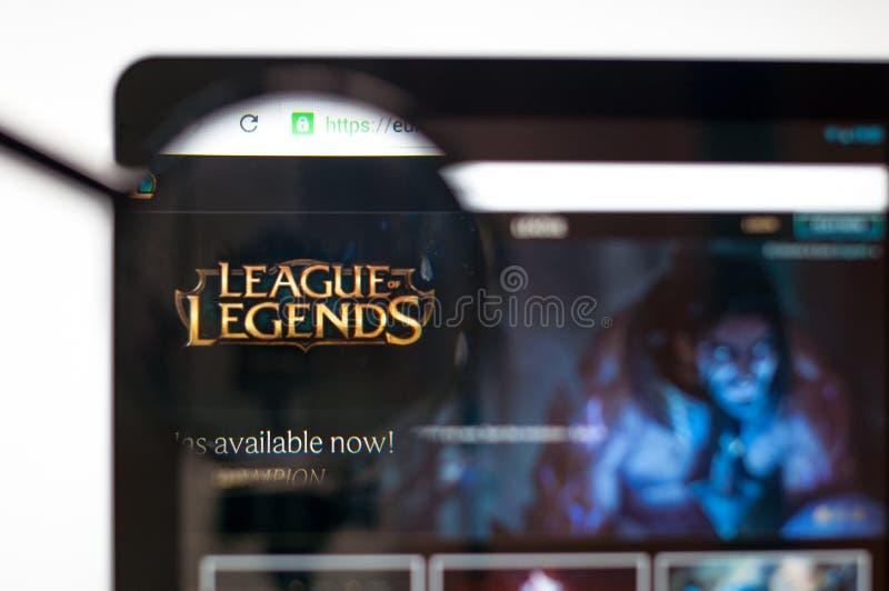 Kiev Ukraina - april 5, 2019: Liga av legendwebsitehomepage Synlig liga av legendlogoen vektor illustrationer