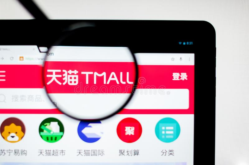 Kiev Ukraina - april 6, 2019: Tmall website Det förr den Taobao gallerian, är en kinesisk website för affär-till-konsumenten B2C  royaltyfri illustrationer