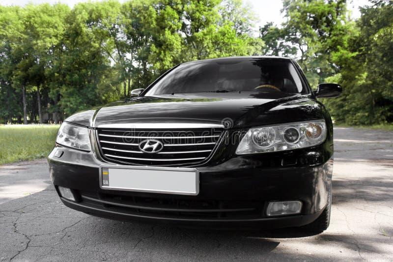 Kiev Ukraina - Augusti 6, 2018: Hyundai prakt i skogen p? v?gen royaltyfri bild