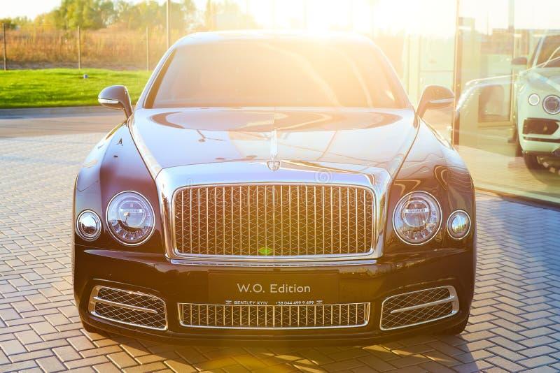 Kiev, Ukraina - den 20 oktober 2019: Bentley Mulsanne-bilen vid bilåterförsäljaren i Kiev arkivbild
