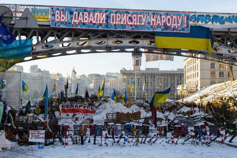 Kiev Ukraina - Februari, 2014 - barrikaderna mot polisen under Maidanen på självständigheten kvadrerar i Kiev, Ukraina arkivbilder