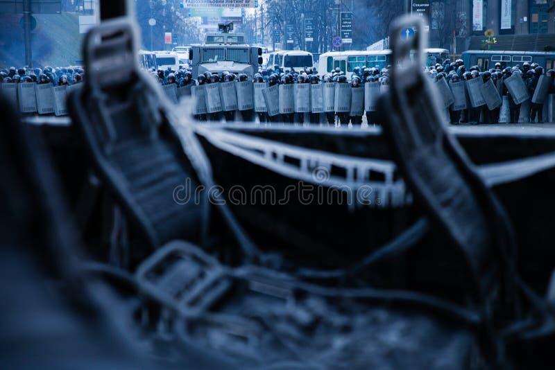 KIEV UKRAINA - Januari 20, 2014: Morgonen efter det våldsamt arkivbilder