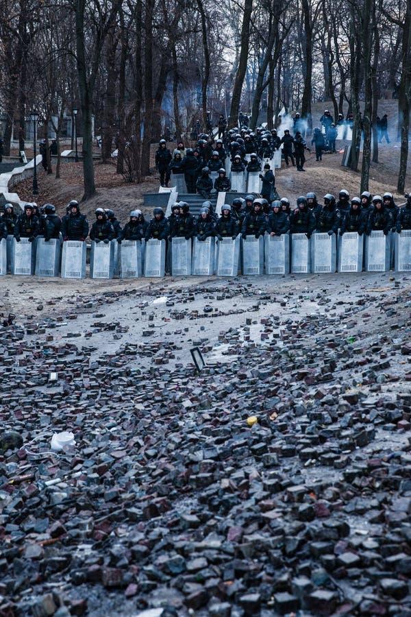 KIEV UKRAINA - Januari 20, 2014: Morgonen efter det våldsamt royaltyfri foto