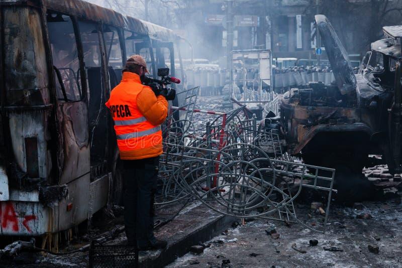 KIEV UKRAINA - Januari 20, 2014: Morgonen efter det våldsamt arkivfoto