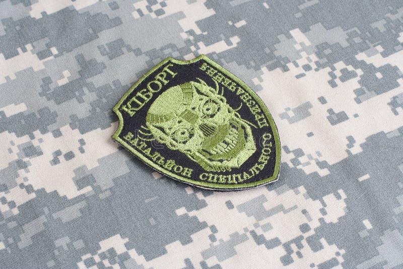 KIEV UKRAINA - Juli, 08, 2015 Inofficiellt enhetligt emblem för Ukraina armé arkivfoto