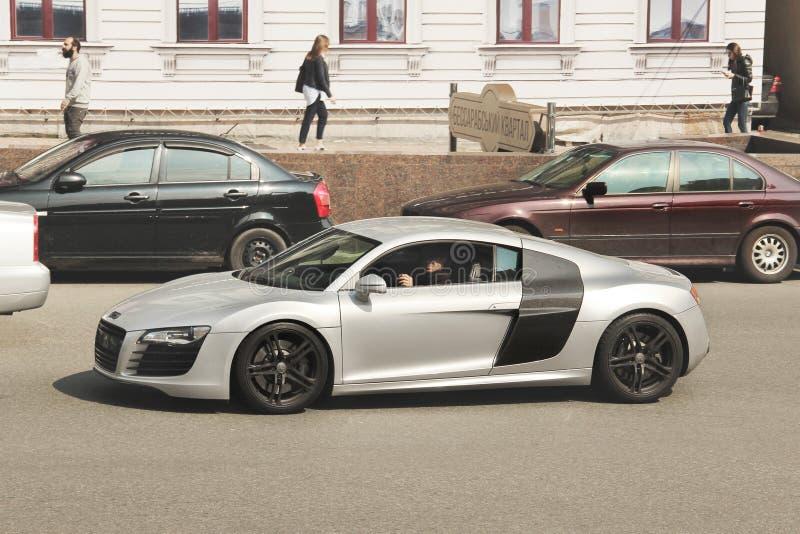 Kiev Ukraina - Maj 3, 2019: Audi R8 i r?relse arkivbild