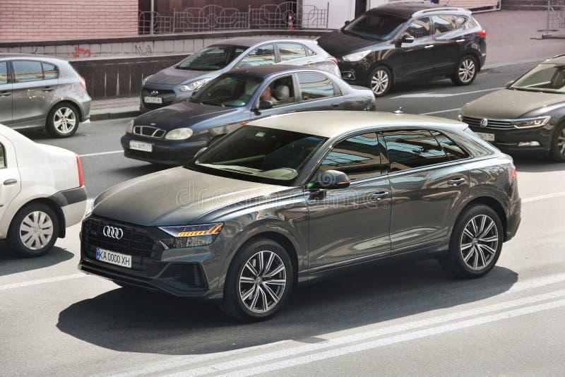 Kiev Ukraina - Maj 3, 2019: Audi SUV i staden royaltyfri foto