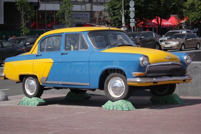 Kiev Ukraina - Maj 27, 2016: Den Retro sovjetiska bilen GAZ-21 Volga är s arkivbilder