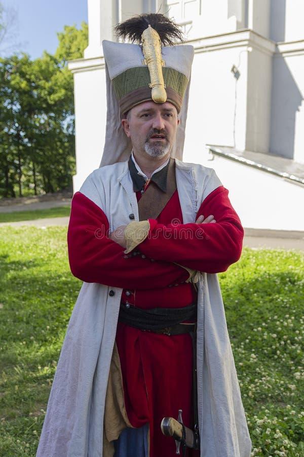 Kiev Ukraina - Maj 09, 2018: Man i form av en janissary royaltyfri bild