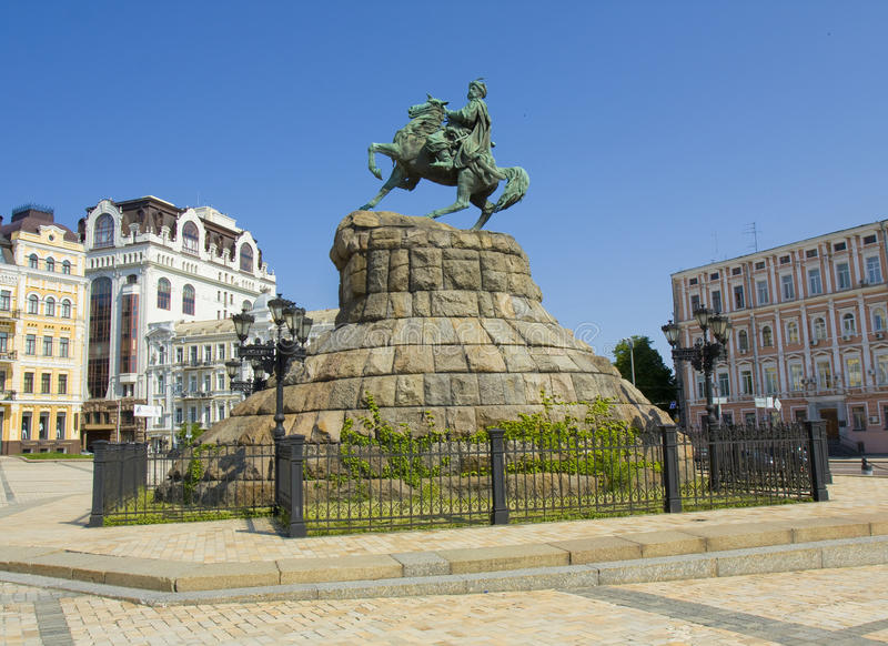 Kiev Ukraina, monument till Bogdan Khmelnitskiy arkivfoto