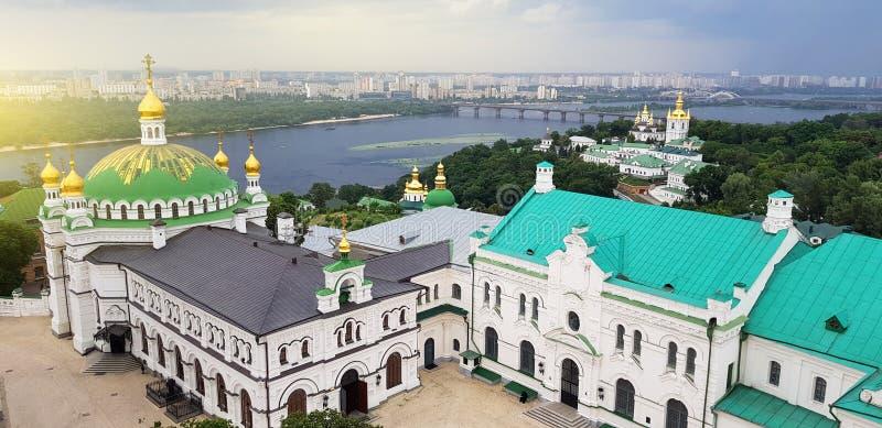 Kiev Ukraina Pechersk Lavra klosterpanoramautsikt UNESCOarv arkivbilder