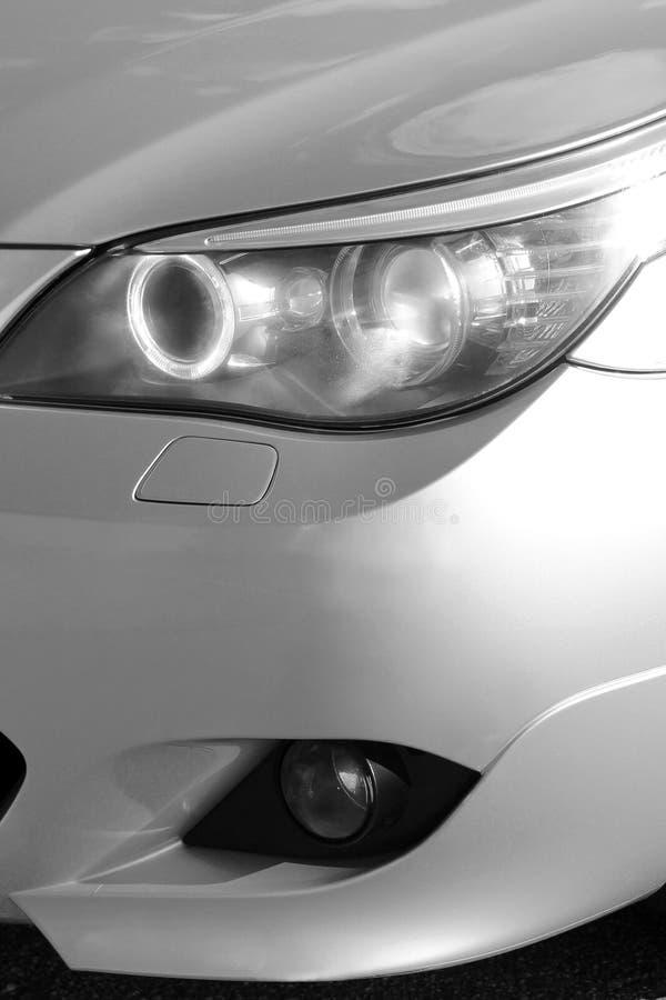 Kiev Ukraina - September 9, 2018 BMW E60 på skogvägen royaltyfria foton
