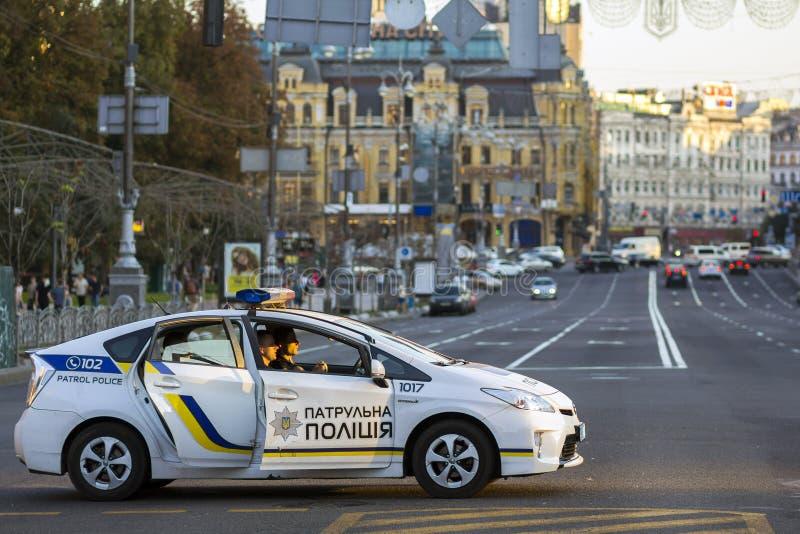 Kiev Ukraina - September 20, 2017: Polisbensindriven bil på stren fotografering för bildbyråer