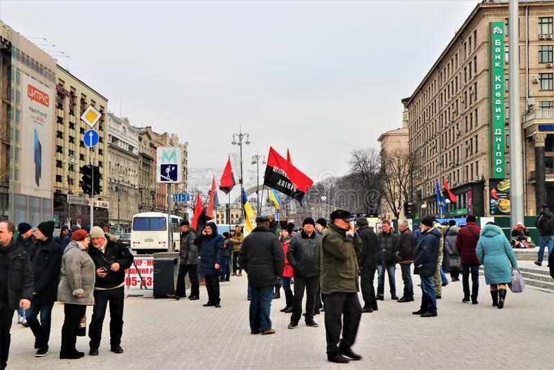 Kiev Ukraina Ukrainska nationalister visar i centret med UPA-flaggorna royaltyfri bild